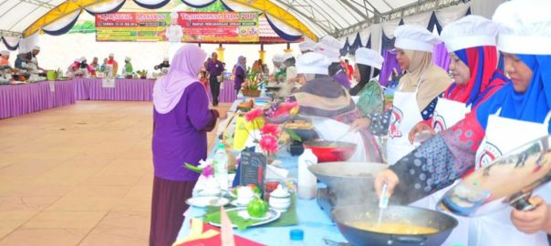 LLipis traditional food carnival